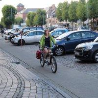 Burgemeester Tinne Rombouts op de fiets
