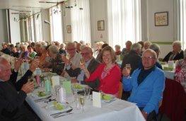 Tinne op bezoek bij de OKRA van Meer bij hun viering